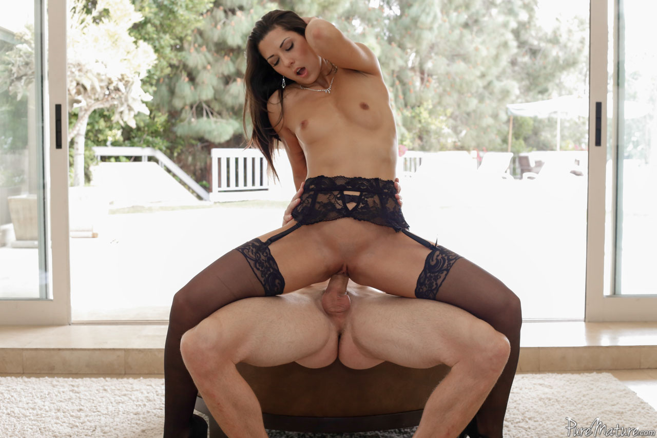Seductive brunette alexa tomas taking it deep in the ass