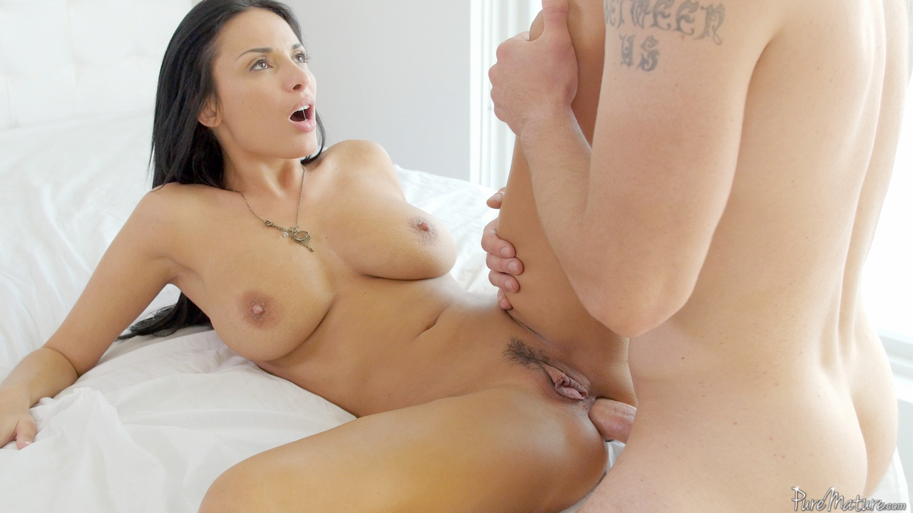 Real girl gets butt fucked by dude she met online - 1 part 8