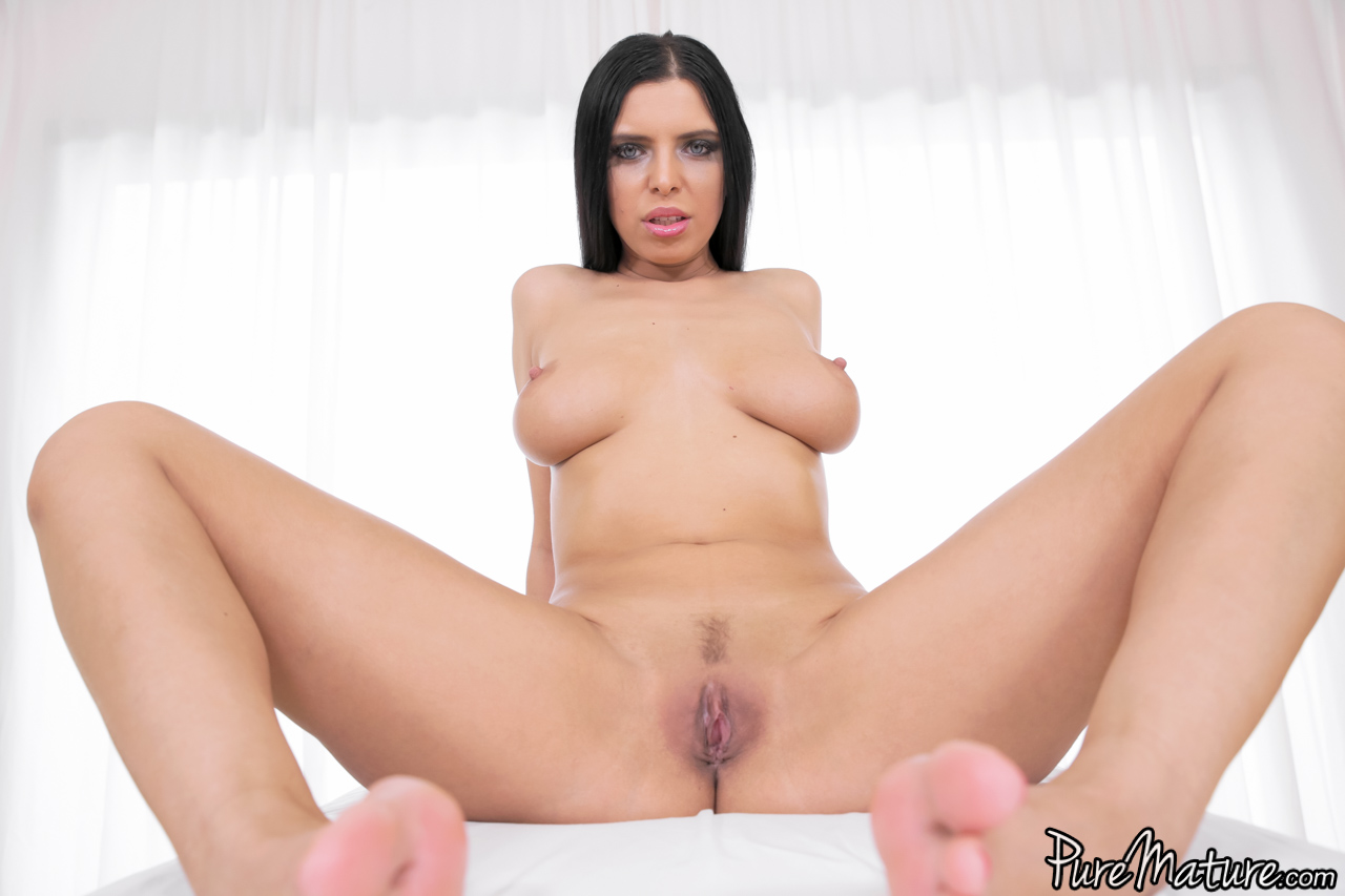 naturals boobs Big kira queen amazing